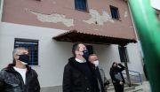 Επίσκεψη του αναπληρωτή υπουργού Εσωτερικών Στέλιου Πέτσα στο Δαμάσι Ελασσόνας ώστε να διαπιστώσει από κοντά τις επιπτώσεις που άφησε ο καταστροφικός σεισμός,