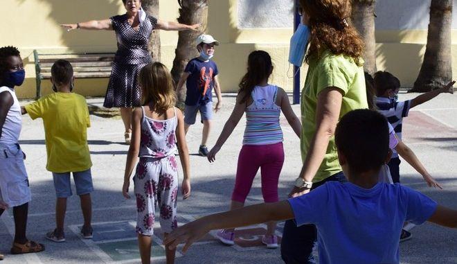 Παιδιά σε δημοτικό σχολείο