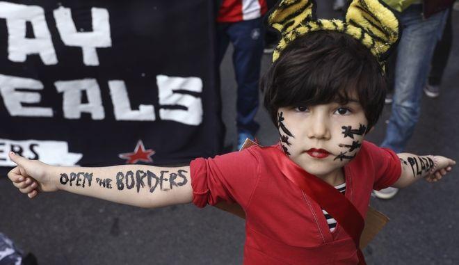 Καρέ από πορεία για τους πρόσφυγες στην Αθήνα, Μάρτιος 2018