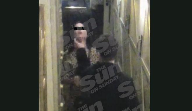 Μπελάδες για τον Liam Gallagher: Χτύπησε τη σύντροφό του σε κλαμπ