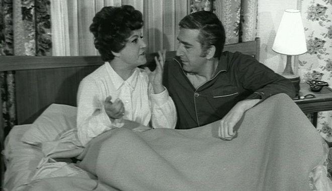 Καρέ από την ταινία η Ζηλιάρα, του 1968, με πρωταγωνιστές την Ρένα Βλαχοπούλου και τον Γιώργο Κωνσταντίνου