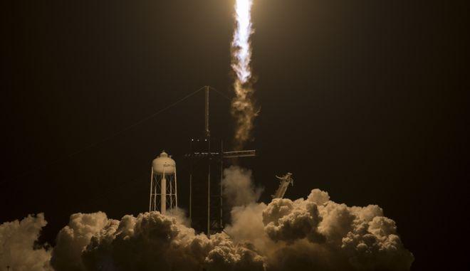 SpaceX: Έτοιμη η πρώτη διαστημική αποστολή με πολίτες