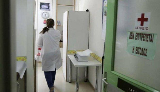 Πρώην γιατροί ΕΟΠΥΥ: Ακόμη σε εκκρεμότητα, η μισθολογική τους ένταξη στο ΕΣΥ