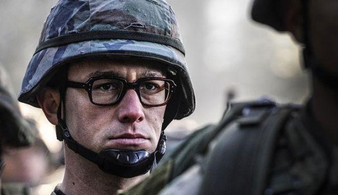 «Snowden»: «Τρέξε, κρύψου, ζήσε... για να πεις την αλήθεια»
