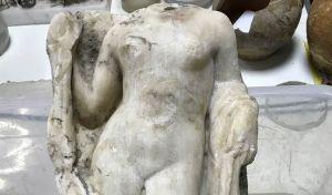 Εντυπωσιακό εύρημα: Η ακέφαλη Αφροδίτη στο Μετρό Θεσσαλονίκης
