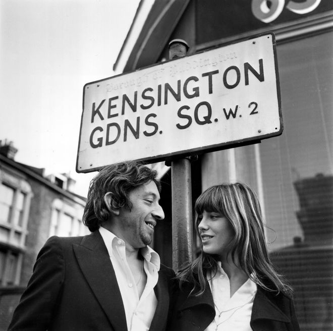 Η Βρετανή τραγουδίστρια και ηθοποιός Τζέιν Μπίρκιν με τον Σερζ Γκένζμπουργκ στο Λονδίνο