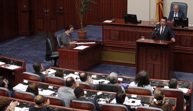 Ο πρωθυπουργός της πΓΔΜ, Ζόραν Ζάεφ σε συνεδρίαση της βουλής στα Σκόπια