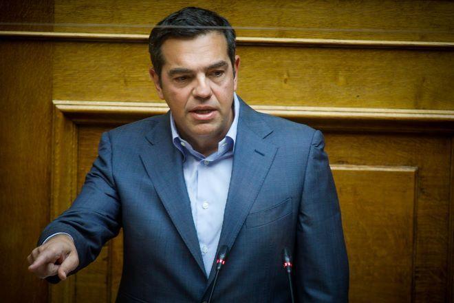 ΣΥΡΙΖΑ: Στην άκρη του γκλομπ βρίσκεται ο Μητσοτάκης