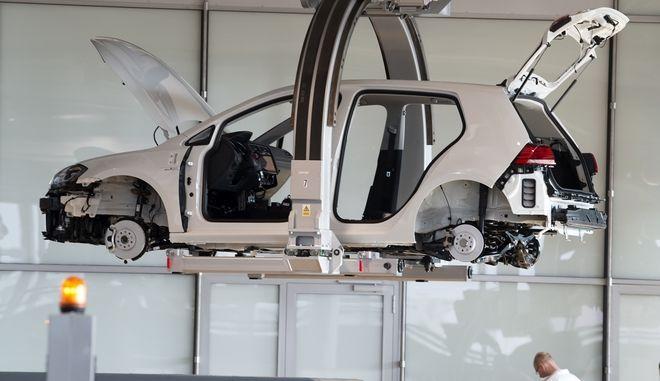 Κατασκευή αυτοκινήτου στο εργοστάσιο της VolksWagen