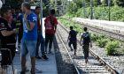 Πρόσφυγες και μετανάστες στον σιδηροδρομικό σταθμό της Μαλακάσας
