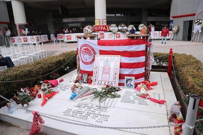 Ολυμπιακός: Συγκίνηση για τα 21 θύματα της Θύρας 7 στο ετήσιο μνημόσυνο