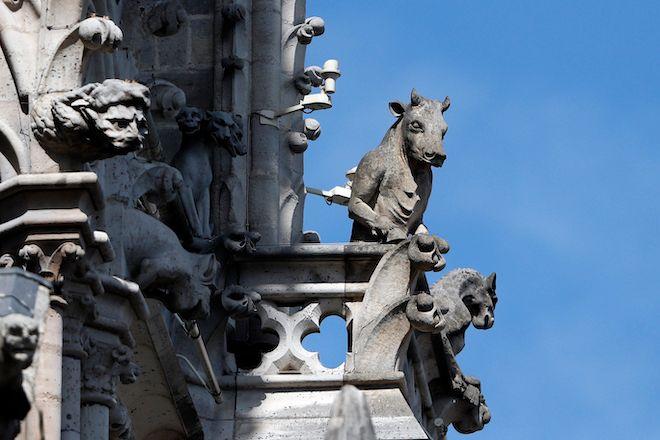 Αγάλματα gargoyles στην Notre Dame, 17 Απριλίου 2019