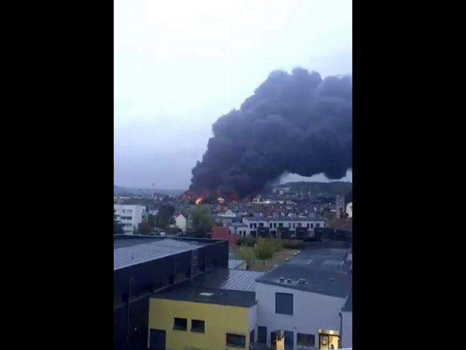 Μεγάλη φωτιά σε εργοστάσιο στη Γαλλία