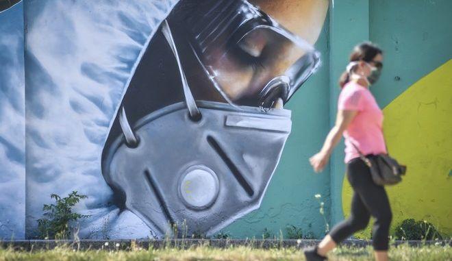 Γκράφιτι για τον κορονοϊό στην Ιταλία