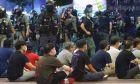 Χονγκ Κονγκ: Ανεβαίνουν οι τόνοι μεταξύ Κίνας και Βρετανίας
