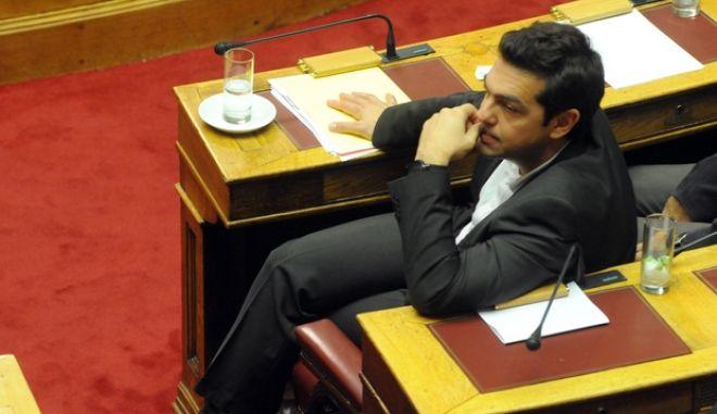 Ο πρόεδρος του ΣΥΡΙΖΑ Αλ. Τσίπρας κατα την διάρκεια της ψηφοφρίας στην πρόταση μομφής που κατέθεσε ο ΣΥΡΙΖΑ, Δυτέρα 11 Νοεμβρίου 2013 (EUROKINISSI/ΑΝΤΩΝΗΣ ΝΙΚΟΛΟΠΟΥΛΟΣ)