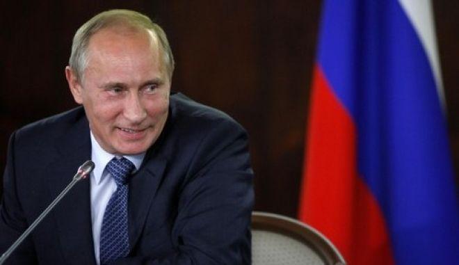 Πούτιν: Παρεξηγημένος από τις ΗΠΑ ο Σνόουντεν