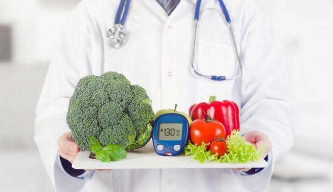 Καλή διατροφή και τακτική μέτρηση για την πρόληψη των επιπλοκών του διαβήτη.