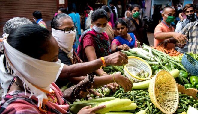 Συνωστισμός σε αγορά της Ινδίας