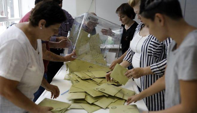 Καταμέτρηση ψήφων στην Άγκυρα για τις προεδρικές εκλογές του Ιουνίου του 2018