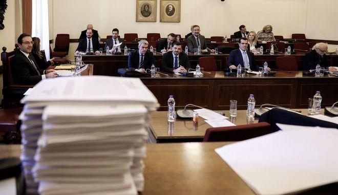 Από συνεδρίαση της Ειδικής Κοινοβουλευτικής Επιτροπής προς διενέργεια προκαταρκτικής εξέτασης σχετικά με τη διερεύνηση αδικημάτων που τυχόν έχουν τελεσθεί από τον πρώην Αναπληρωτή Υπουργό Δικαιοσύνης Δημήτρη Παπαγγελόπουλο