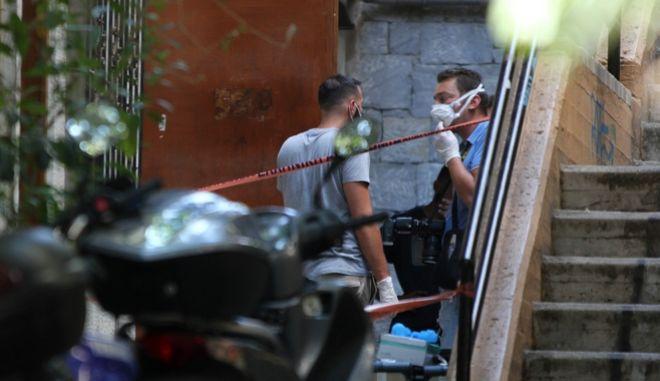 Άγριος φόνος στα Εξάρχεια: Ηλικιωμένος βρέθηκε δεμένος πισθάγκωνα