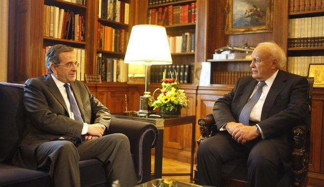 Συνάντηση του πρωθυπουργού, Αντώνη  Σαμαρά, με τον Πρόεδρο της Δημοκρατίας Κάρολο Παπούλια την Τετάρτη 16 Οκτωβρίου 2013, στο Προεδρικό Μέγαρο. (EUROKINISSI/ΓΙΩΡΓΟΣ ΚΟΝΤΑΡΙΝΗΣ)
