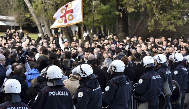 Διαδηλωτές και αστυνομικοί