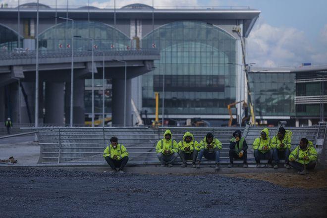 Όταν θα ολοκληρωθούν τα 4 στάδια κατασκευής και επέκτασης, περί το 2028, το αεροδρόμιο θα διαθέτει 6 πίστες και 2 τερματικούς σταθμούς