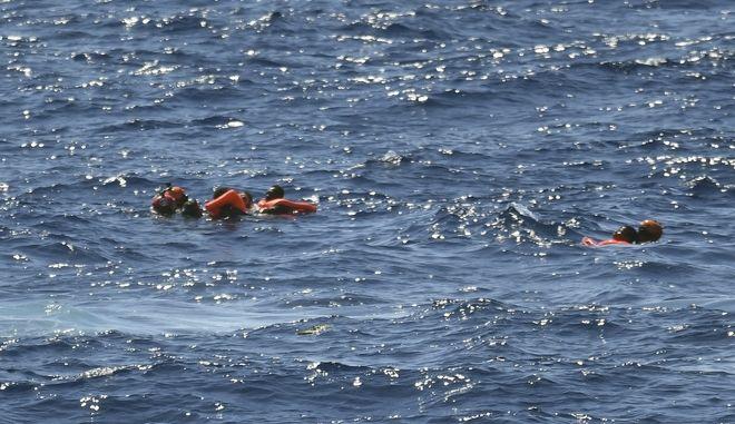 """""""Απελπισμένοι οι άνθρωποι έπεφταν στη θάλασσα"""""""
