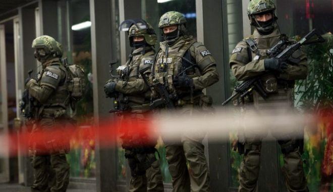 Διάσκεψη κατά της τρομοκρατίας στο Βερολίνο. Τρομοκρατική επίθεση αναμένει το 56% των Γερμανών