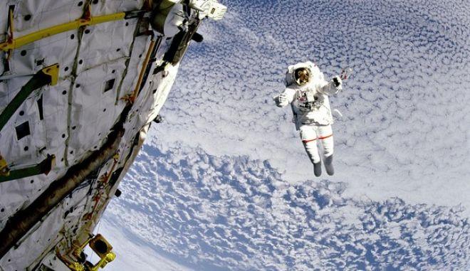 Αναβολή στον διαστημικό περίπατο της NASA λόγω προβλήματος στη στολή αστροναύτη