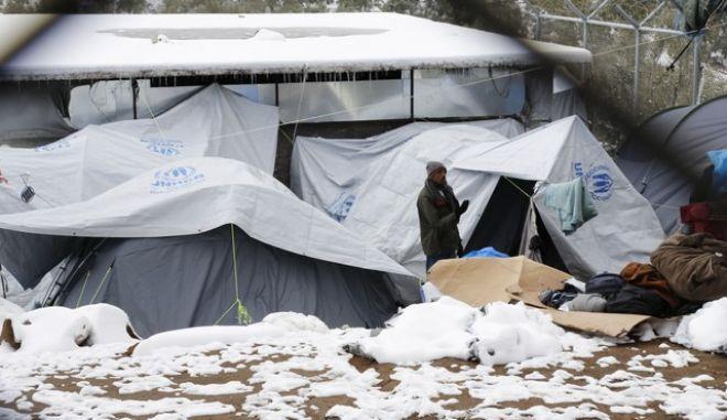 Βίτσας για τους πρόσφυγες στη Μόρια: 'Πιαστήκαμε απροετοίμαστοι'