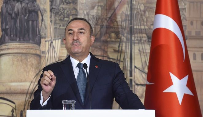 Ο Τούρκος υπουργός Εξωτερικών Μεβλούτ Τσαβούσογλου σε συνέντευξη Τύπου στην Κωνσταντινούπολη