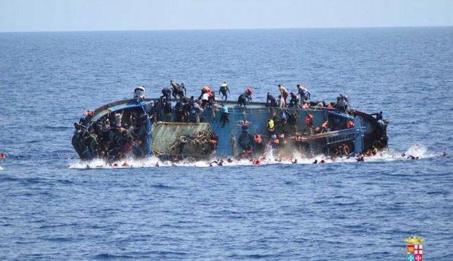 Ιταλία: 45 πτώματα ανασύρθηκαν από πλοίο του Πολεμικού Ναυτικού