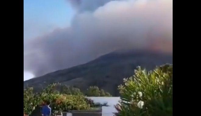 Εικόνα από το ηφαίστειο στο νησάκι Στρόμπολι