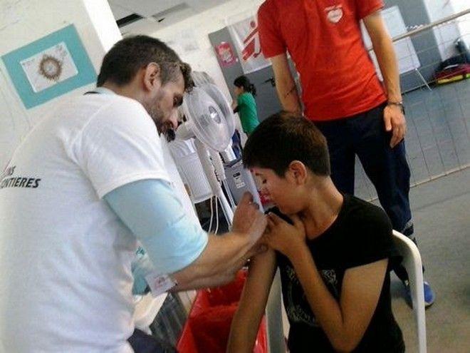 Γιατροί Χωρίς Σύνορα: Ξεκίνησαν οι εμβολιασμοί των προσφύγων στο Ελληνικό