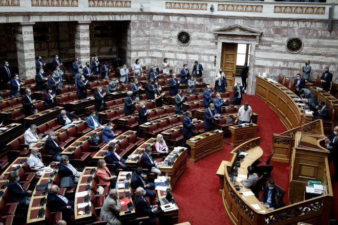 ΝΔ - ΣΥΡΙΖΑ: Ποντάρουν και οι δύο στην αυριανή ονομαστική ψηφοφορία