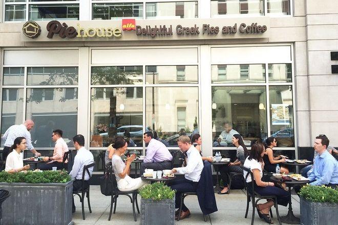 Alfa: Από την πλατεία της Κοζάνης δίπλα στον Λευκό Οίκο