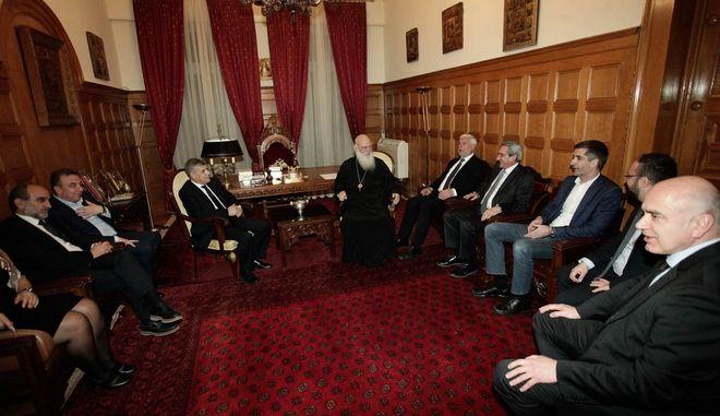 Αλληλεγγύη κι αλληλοβοήθεια, τα μηνύματα από το δείπνο του Αρχιεπισκόπου προς τους περιφερειάρχες