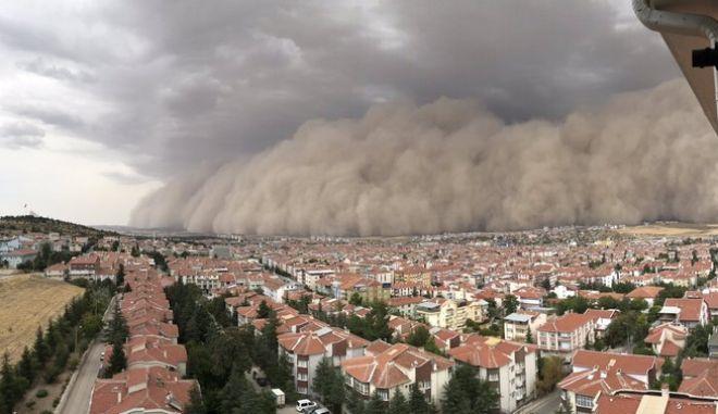 Μια σπάνια αμμοθύελλα χτυπά την Τουρκία