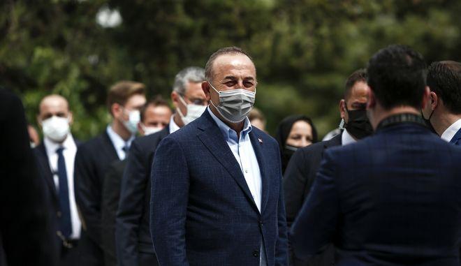 Ο Τούρκος υπουργός Εξωτερικών Μεβλούτ Τσαβούσογλου κατά την επίσκεψή του στην Αθήνα