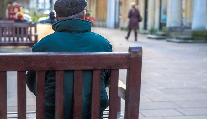 Λαμία: Μεγαλόψυχος παππούς έβγαλε από τη φυλακή τους ληστές του