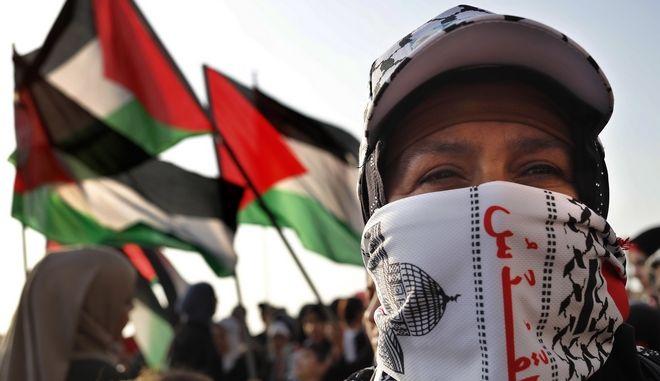 Παλαιστίνια σε διαμαρτυρία υπέρ των απεργών πείνας, κρατούμενων του Ισραήλ, 2017