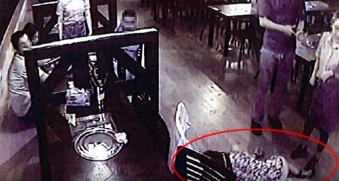 Σίδνεϊ: Πέταξαν έξω μεθυσμένες πελάτισσες και τις παράτησαν λιπόθυμες στον δρόμο