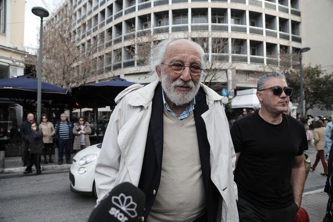 Αλέξανδρος Λυκουρέζος στην κηδεία του ηθοποιού Κώστα Βουτσά στην Αθήνα την Παρασκευή 28 Φεβρουαρίου 2020