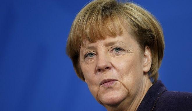 Μέρκελ: Πρέπει να βοηθήσουμε την Ελλάδα να προστατεύσει τα εξωτερικά της σύνορα