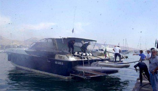 Σοβαρές ζημιές στην θαλαμηγό του Σωκράτη Κόκκαλη από πυρκαγιά