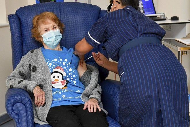Ο πρώτος εμβολιασμός κατά του κορονοϊού στη Βρετανία