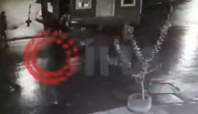 Εικόνα από τη δολοφονία του Ιρανού αντιφρονούντα στην Κωνσταντινούπολη